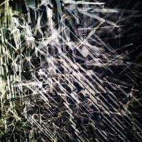 """""""Nunca tinha pensado que a solidão pudesse ser não uma ausência de tudo mas a saturação de presenças fantasmagóricas, de pensamentos solidificados, de imagens resplandecentes de cor e brilho e magnetismo."""""""