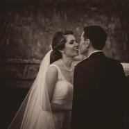 """""""Olharam-se nos olhos. Ficaram assim durante um instante que se estendeu até ao fim do tempo. Além do fim do tempo. Os dois conscientes de que aquele olhar os unira, os prendera um ao outro para sempre."""""""