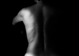 Deslizo lentes como dedos; percorro sinuosidades, afago fronteiras, decifro-te. E me entrego. Inteiro.