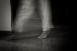 """""""Sei caminhar sem pegadas, desaparecer em mim."""""""