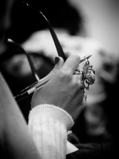 """""""- Espero que continues liberta e inspirada e que esta chuvinha ilumine e fertilize o teu sentir. - Há que procurar inspiração todos os dias... Beijinho agradecida pela tua bonita mensagem!... - As mensagens bonitas são para as meninas bonitas, aquelas com música de folhas, flores e frutos sem romance. Beijinho perfumado a terra molhada... - Uau! Não tenho palavras nem tenho essa veia artística, poética!... Apenas entendo a linguagem das plantas. - A linguagem das plantas é escrita poética em estado de graça, e a teu gracioso modo também tu libertas essa poesia da terra. - A sensibilidade com que lidamos com elas não é comum a toda a gente? - A sensibilidade é um dom de pessoas raras. E elas sentem essa luz umas nas outras. É uma paixão de flores e planetas. - É bem possível. Concordo."""""""